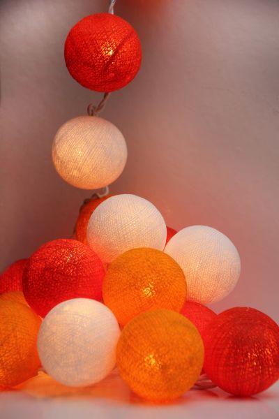 Lichterkette Stoffbälle Rot