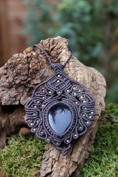Halskette aus Makramee