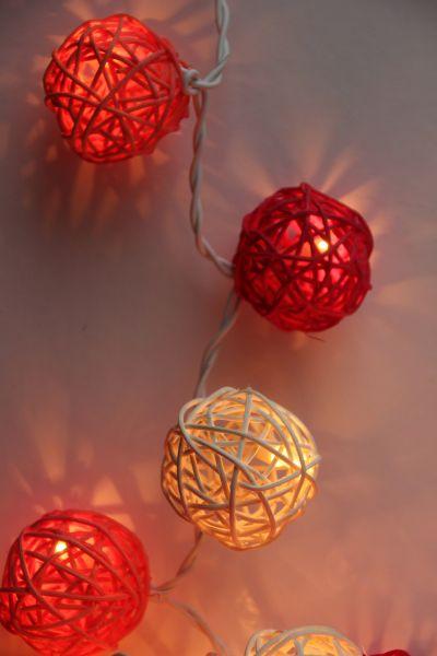 Lichterkette Rattankugeln Rot